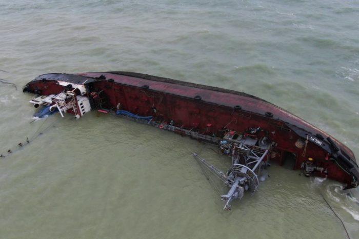 В Одессе произошел очередной разлив нефтепродуктов из танкера Delfi