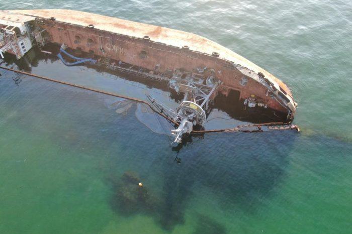 В борту танкера Delfi образовалась пробоина