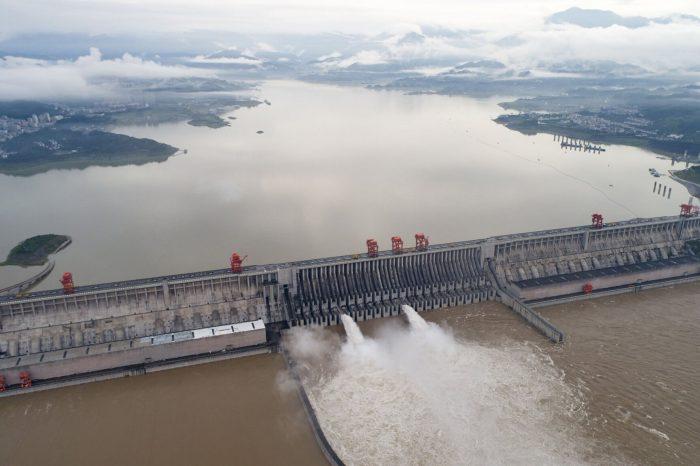 Китайское судоходство терпит бедствия из-за наводнения