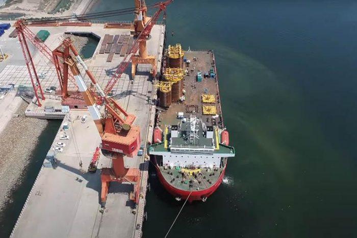 Видео дня: Погрузка негабарита для китайского газового месторождения