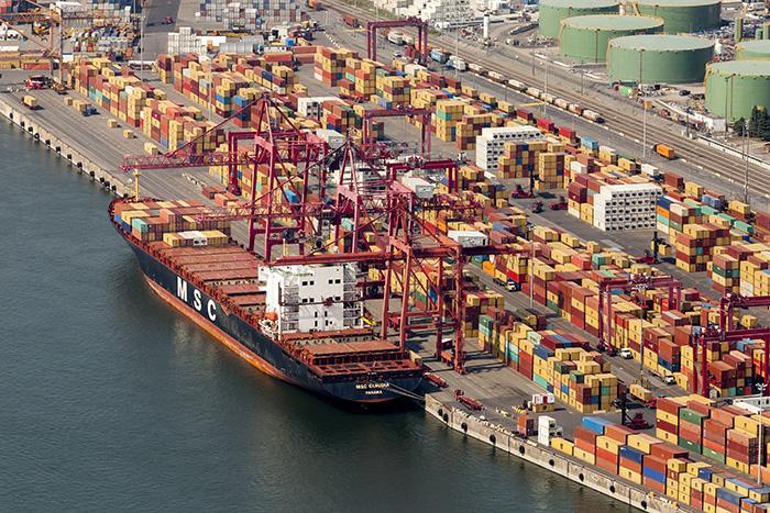 В Монреале продолжается  забастовка портов