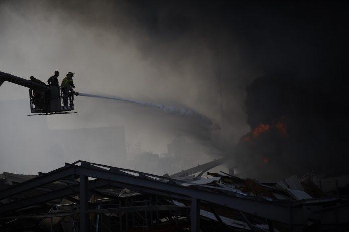 В итальянском порту больше суток тушили пожар на складах