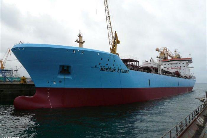 Обстановка на Maersk Etienne накаляется: трое мигрантов прыгнули за борт
