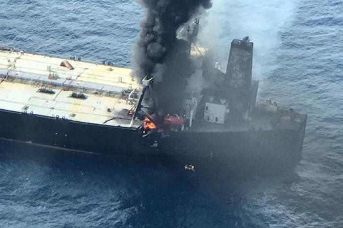 В Индийском океане снова загорелся танкер, полностью загруженный нефтью
