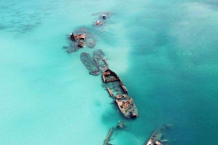 Риф Тангалума: кладбище кораблей у острова Моретон (ФОТО)