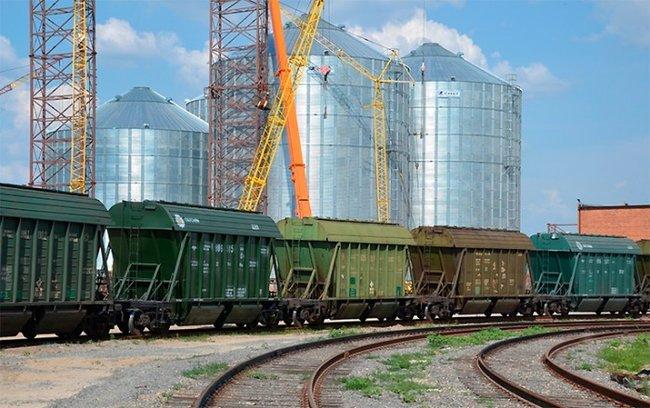 «Укрзализныця» понижает ставки за пользование полувагонами и зерновозами