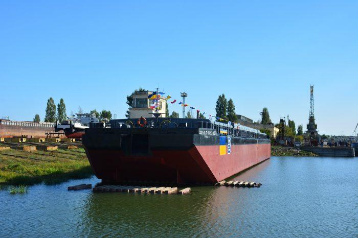УДП построили 76-метровую баржу из лихтеров-доноров (ФОТО)