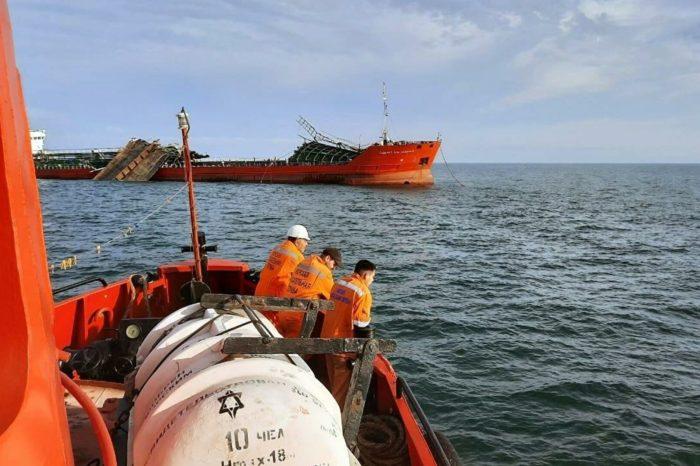 Взрыв танкера в Азовском море: спасательная операция продолжается