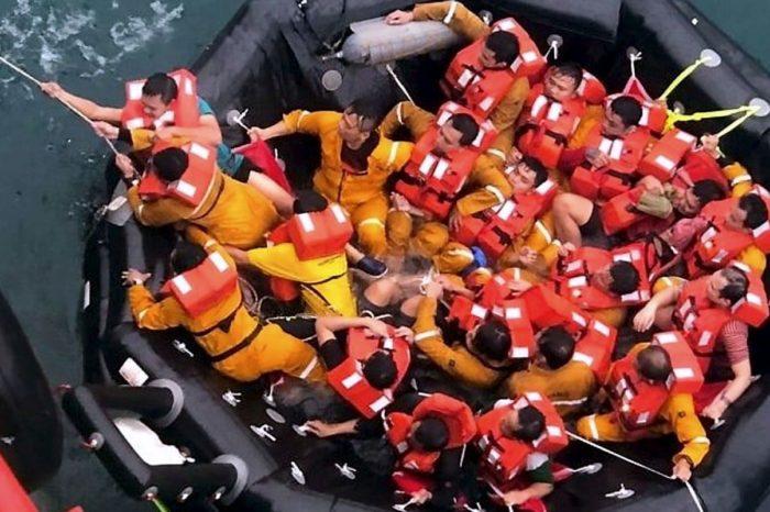В водах Малайзии затонуло рабочее судно