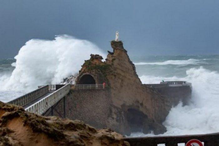 Сильнейшее наводнение во Франции и Италии (ВИДЕО)