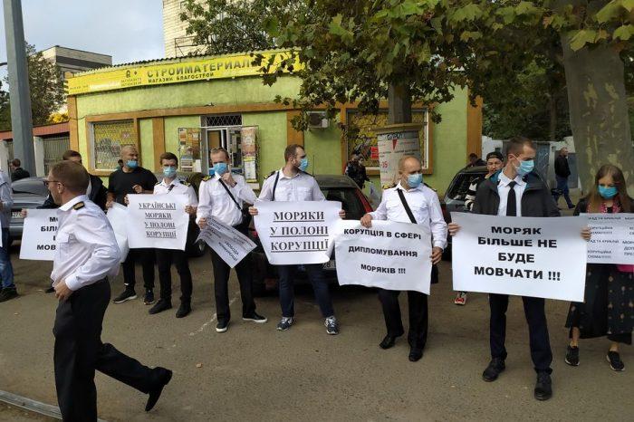 Моряки вышли на Марш с обращением к Президенту