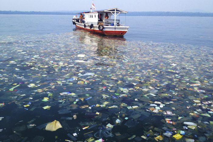 На океанском дне находится от 8 до 14 млн. тонн микропластика