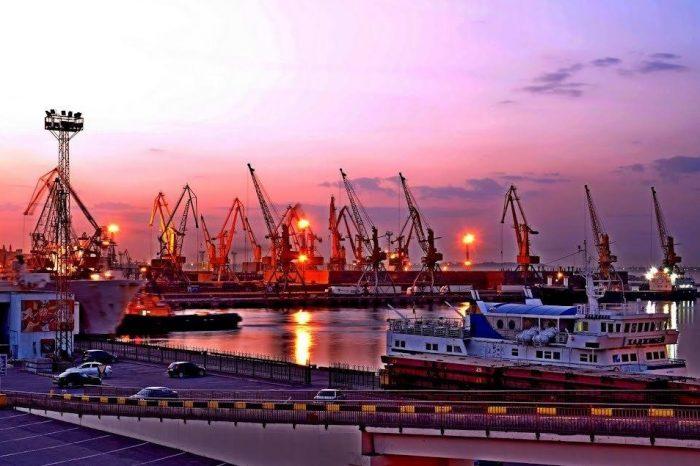 Снижение портовых сборов может привлечь 30 млн грузов в украинские порты… Или нет?