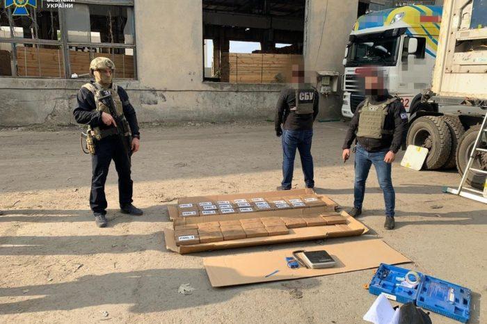 В порту Пивденный обнаружили 50 кг наркотиков