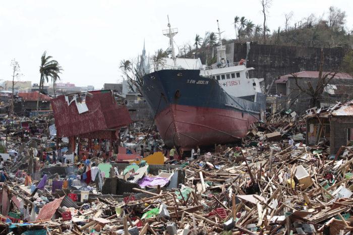 "На Филиппины обрушился тайфун ""Молаве"": судоходство остановлено"