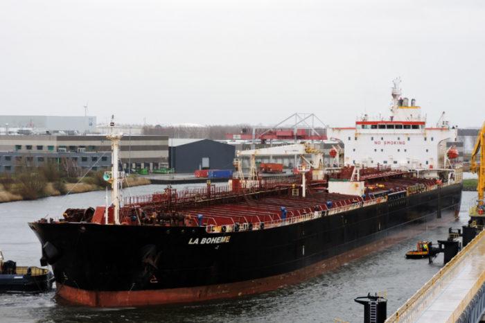 В Гвинейском заливе атаковали танкер