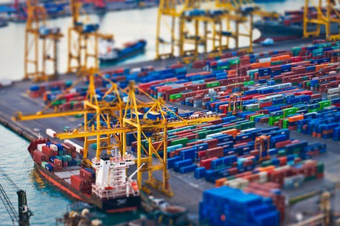 Мировые объемы контейнерных перевозок в сентябре выросли на 6,9%