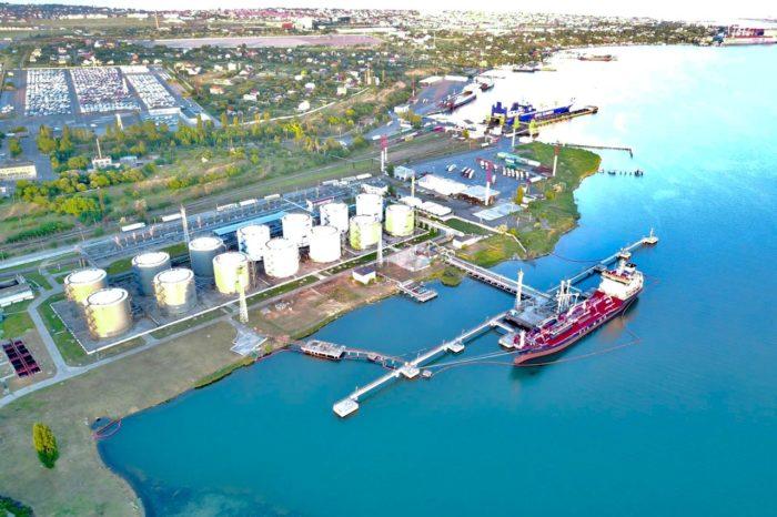 В Черноморске танкер все-таки стал к причалу под агентированием компании, выбранной судовладельцем