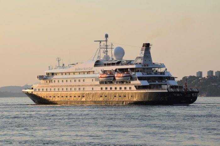 Круизный лайнер остановился на Карибах из-за COVID-19