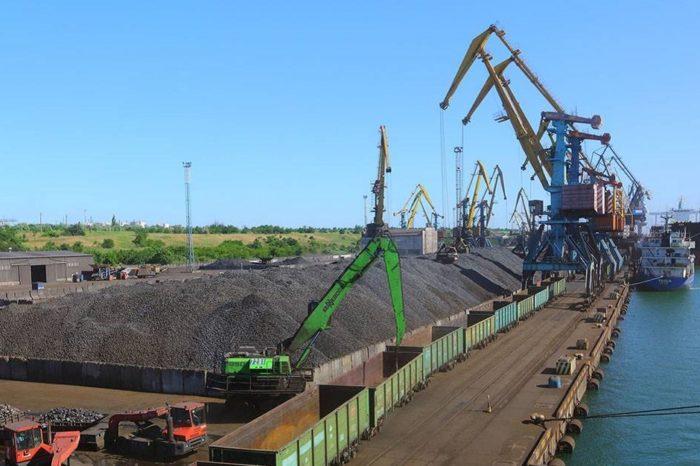 Порт Южный покупает новый погрузчик за 34,7 млн грн