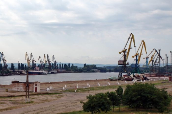 Ренийские портовики возмещают долги по зарплате через суд