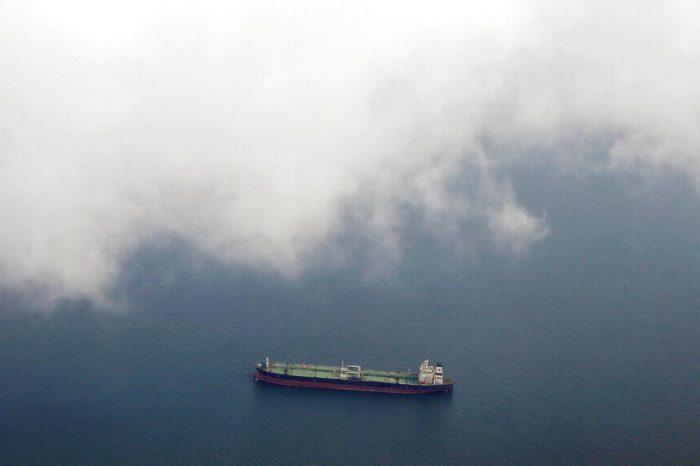 В Сингапуре за шесть часов атаковали три судна