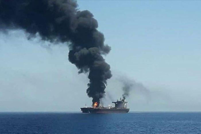 В Красном море на мине подорвался танкер