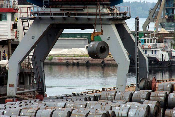 Перевозки металлопродукции по Днепру выросли на 9,4%