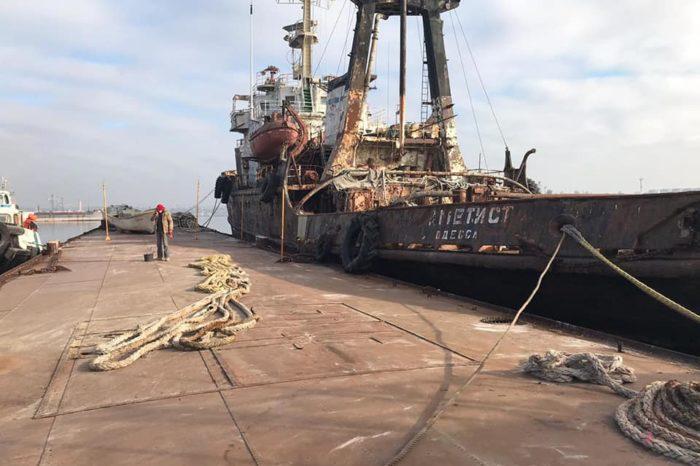 """Разлив нефти вокруг судна """"Аметист"""" не подтвердился, - АМПУ"""