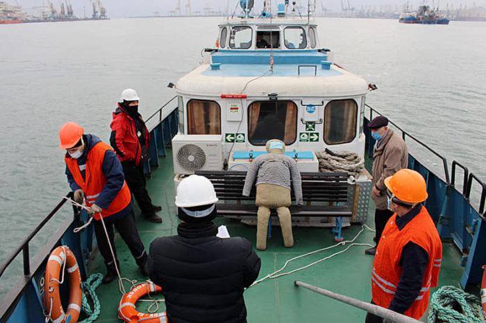В порту Черноморск провели учения по поиску и спасению человека в море