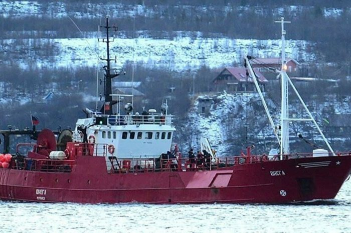 В Баренцевом море затонуло судно: 17 моряков пропали без вести