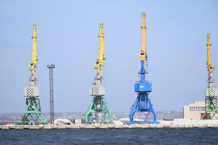 Импорт нефтепродуктов через украинские порты упал на 12%
