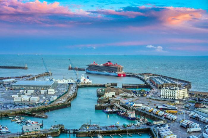 Британия закрыла порт Дувр