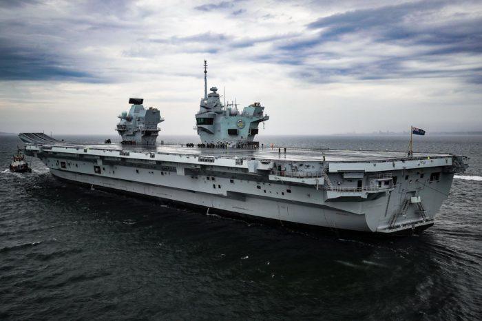 Авианосец Королевского ВМФ Великобритании простоит еще полгода после второго наводнения