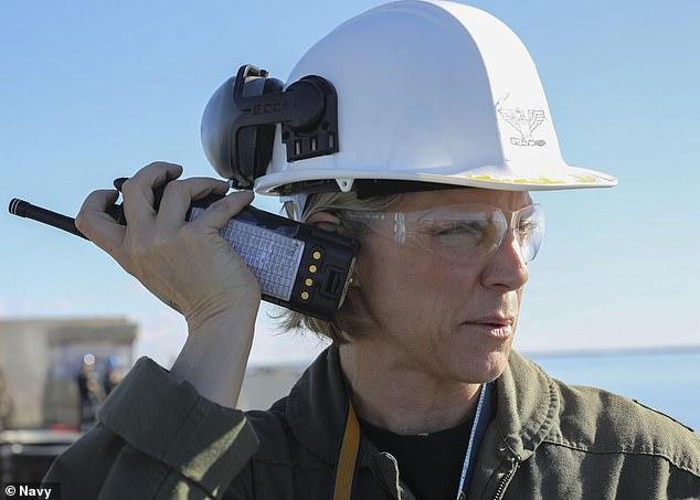 Впервые командиром авианосца ВМС США станет женщина