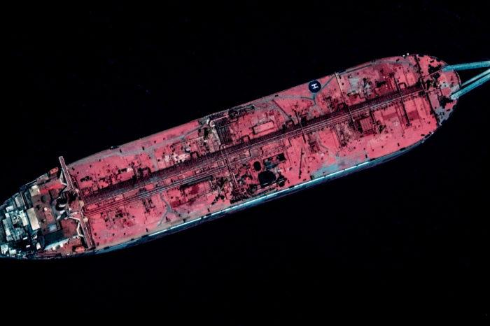 Танкер, ржавеющий в Красном море, может привести к новой эко-катастрофе