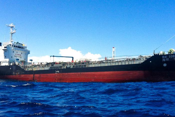 Экипаж танкера спас 18 рыбаков у Галапагосских островов