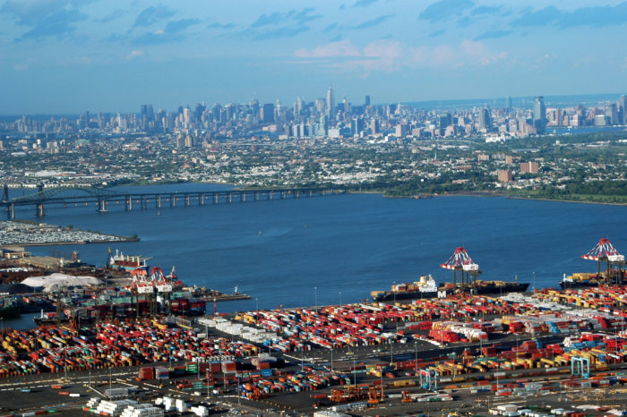 Один из крупнейших портов США поставил рекорд по количеству грузов
