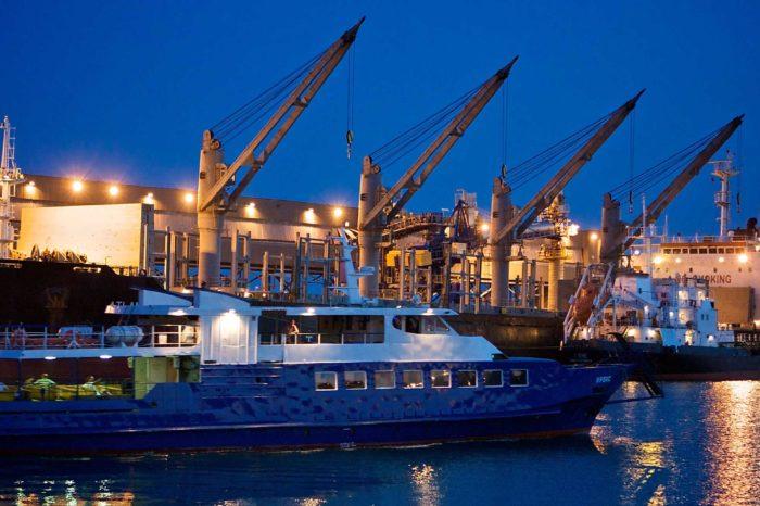 В порту Туапсе столкнулись два иностранных судна