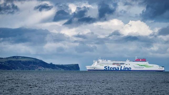 Из-за ковида более 300 пассажиров на сутки застряли на борту парома в порту Ливерпуля