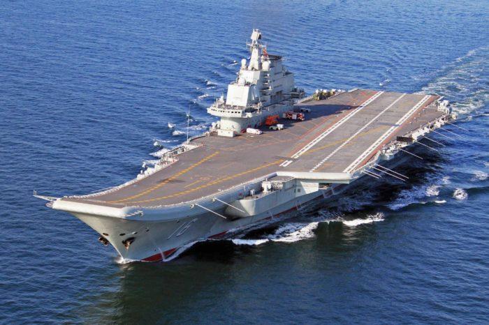 Китайский авианосец Shandong проходит ночные испытания