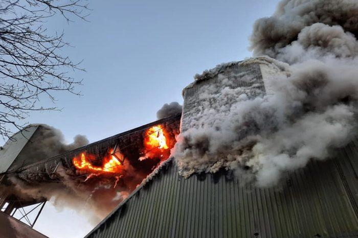 В главном порту Ирландии произошел крупный пожар