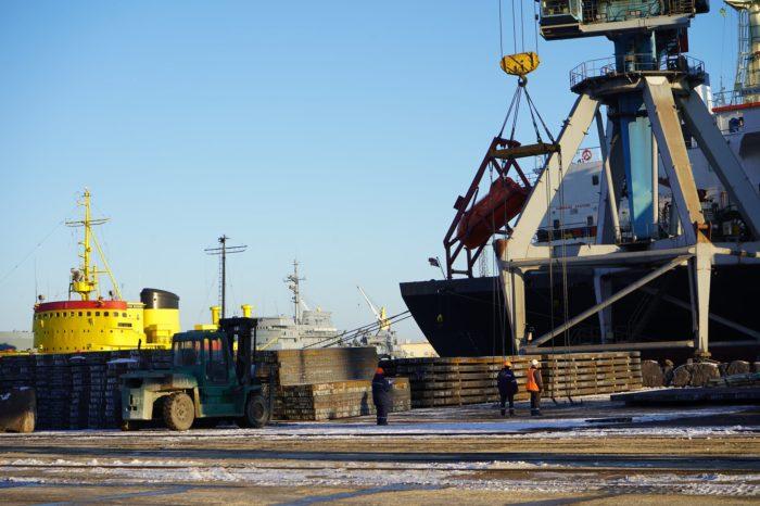 С начала месяца Мариупольский порт обработал 9 судов