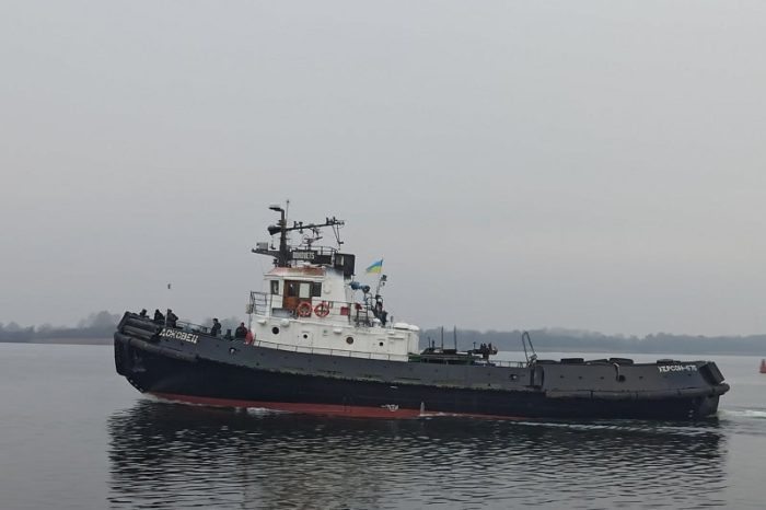 Буксир «Доковец» возвращается в порт Скадовск после ремонта