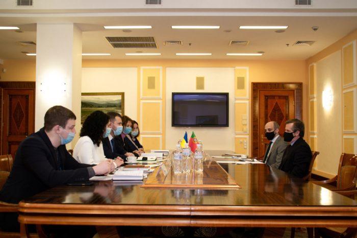 Украина договаривается с Португалией о совместном развитии морского транспорта и статусе моряков