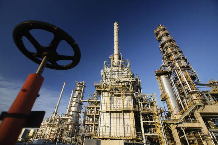 Белорусские нефтепродукты будут продавать через российские порты
