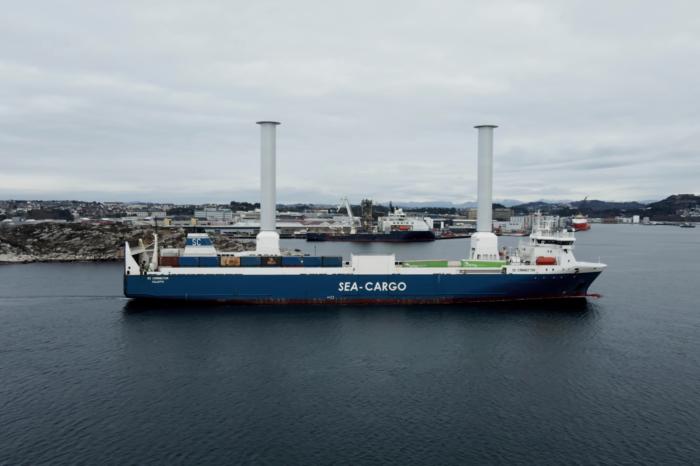 Первые в мире складные роторные паруса установили на ро-ро SC Connector (видео)