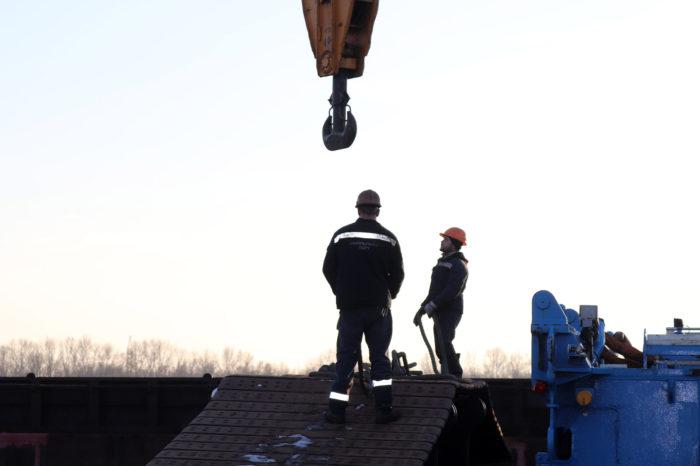 В Измаильском порту перевалили оборудование для монтажа ветрогенераторов (ФОТО)