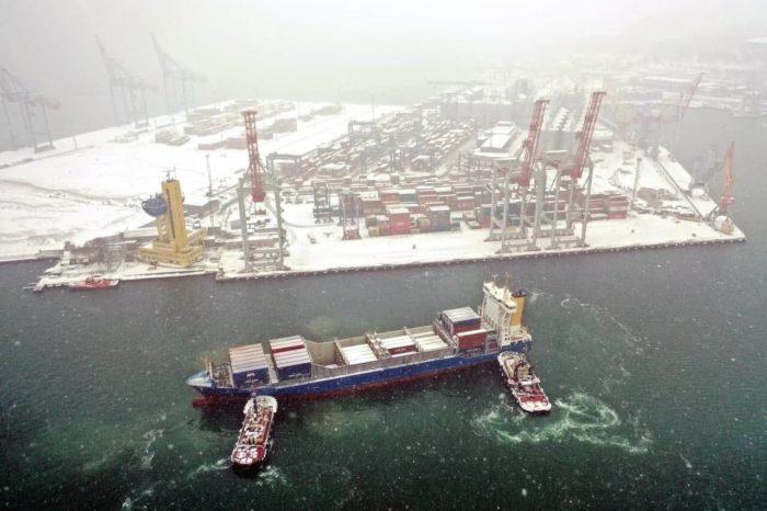 Фото недели: как первый январский снег преобразил украинские порты