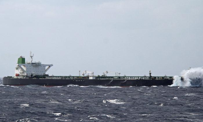 Индонезия задержала два танкера по подозрению в незаконной транспортировке нефти